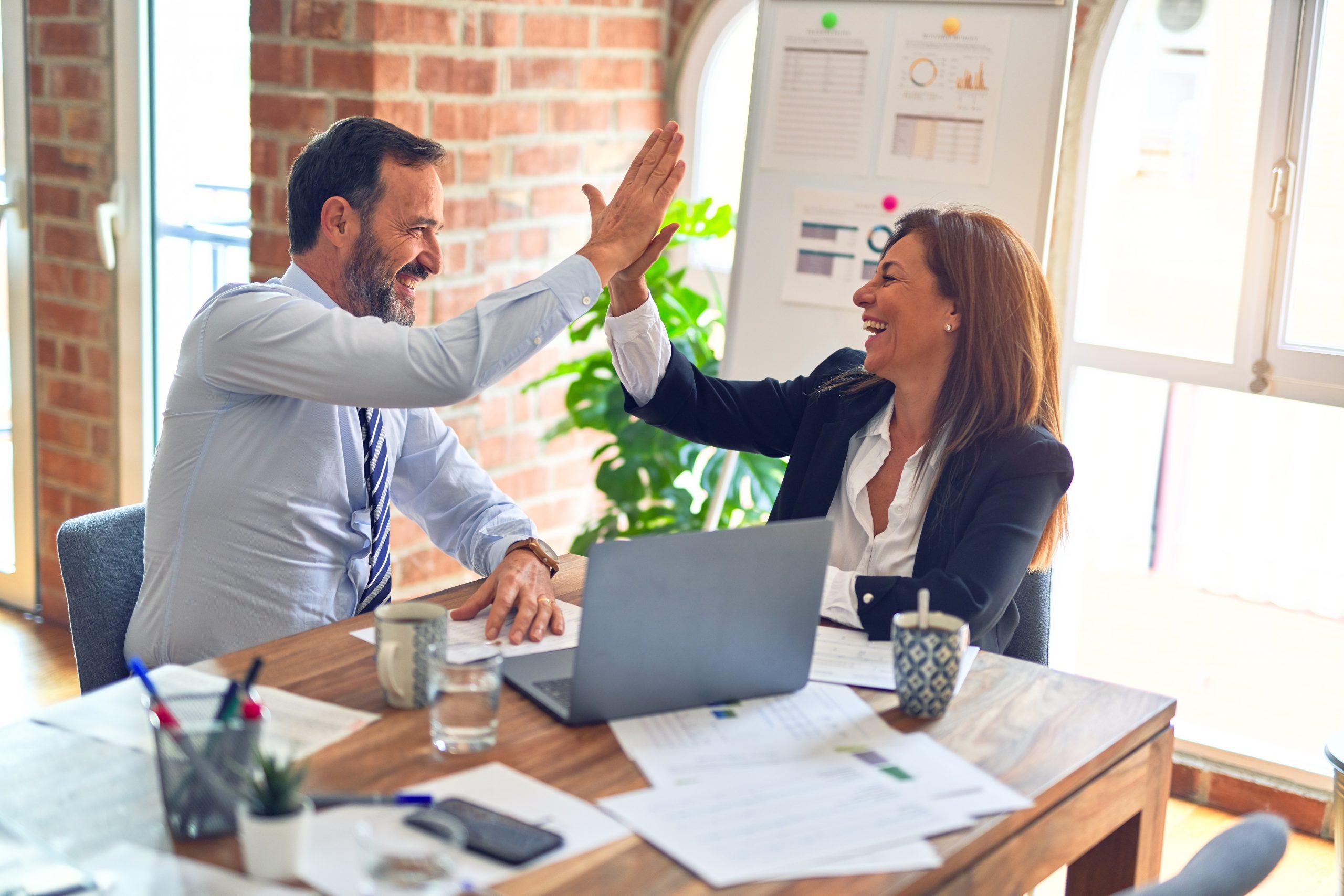 Kunne I tænke jer at lave teambuilding med jeres arbejde? Det er ret vigtigt, at vi går glade på arbejde og gruppeaktiviteter udenfor kontoret også med til at styrke teamet.